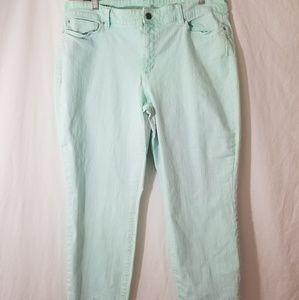 Ann Taylor | Mint Green Wash Curvy Fit Capri Jean